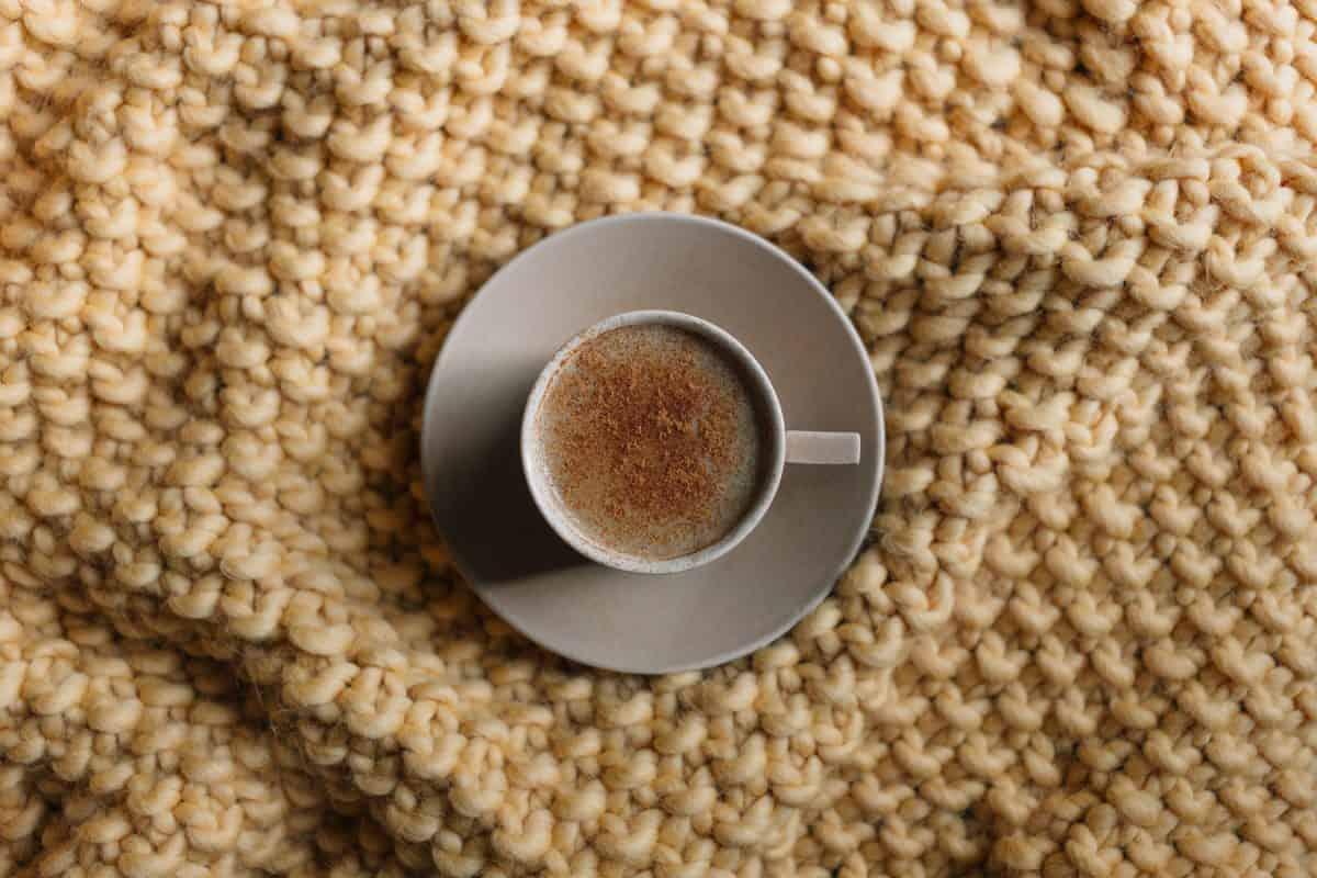 Октомврийско кафе с мляко и малко меланхолия