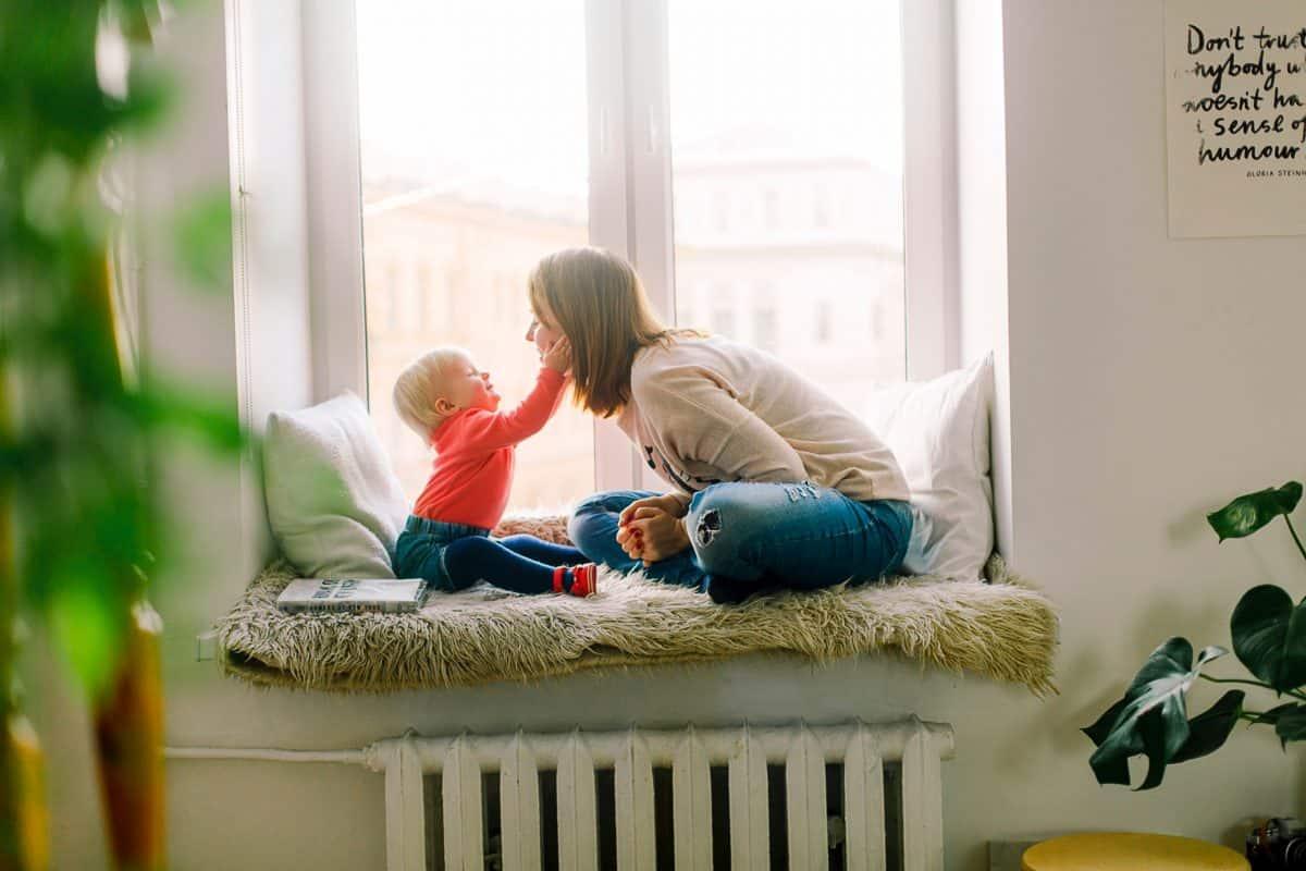 Как да се спасиш, когато си изолиран вкъщи с децата?